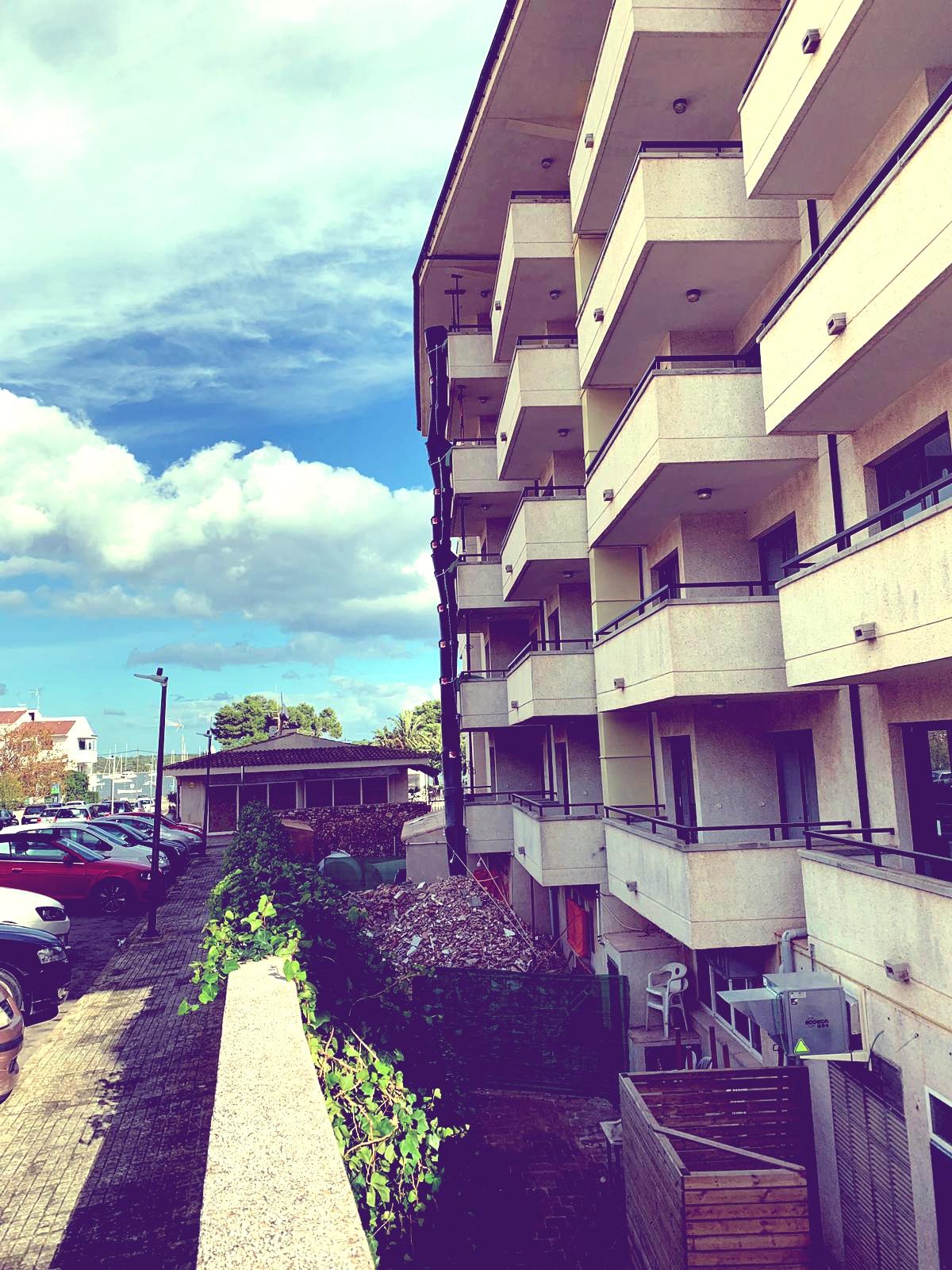 Reforma hotel Es Corso, por Construcciones JL Campins